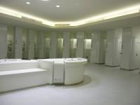 トイレも広く綺麗な個室です。
