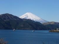 恩賜箱根公園からの富士山 芦ノ湖に遊覧船