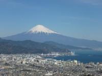 アッパーラウンジより見る富士山と清水港