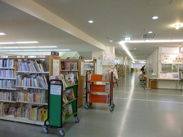 桑名市立中央図書館2