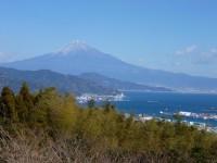 日本平の少し高台からの富士山と清水港