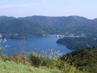 秋の芦ノ湖を見る