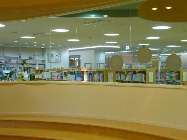 桑名市立中央図書館1